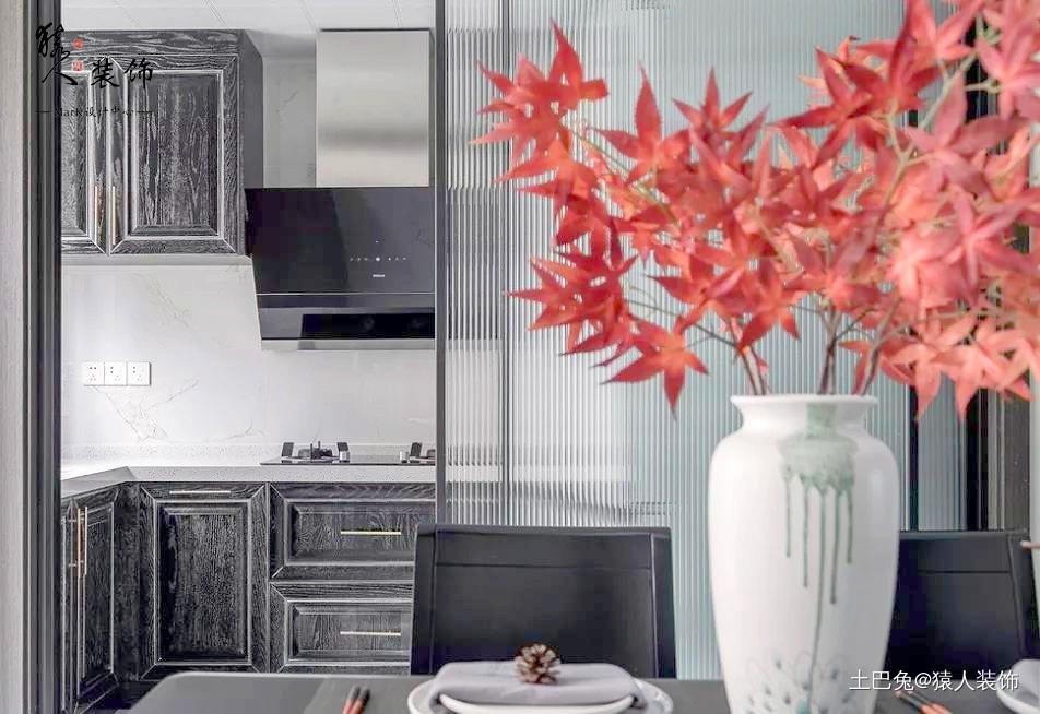160㎡新中式4室电视背景墙装隐形门餐厅中式现代厨房设计图片赏析