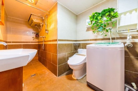 89㎡现代简约两室一厅卫生间1图