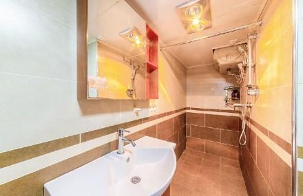 89㎡现代简约两室一厅卫生间2图