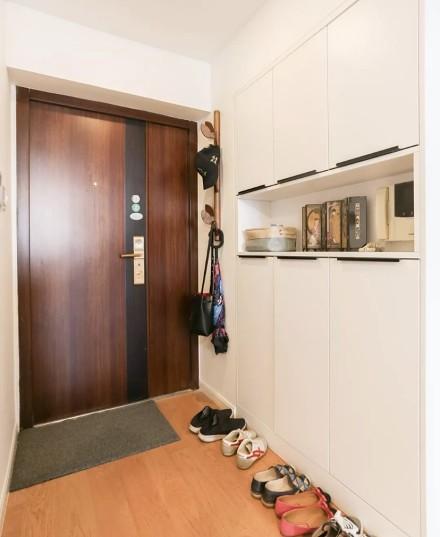 72平米现代风格,温馨温暖的家玄关