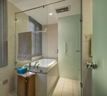 125m²三居室,原木层板空间卫生间