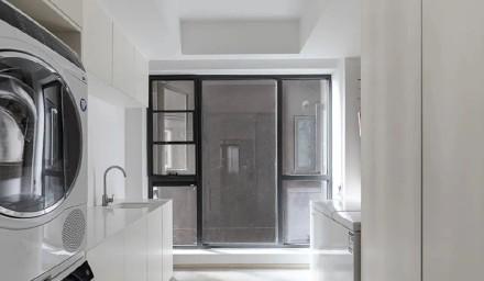 130㎡留白原木风,阳台做成地台舒服惬意功能区