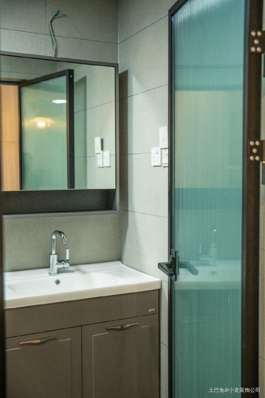 140平简单而舒适幸福的三口之家卫生间洗漱台现代简约卫生间设计图片赏析