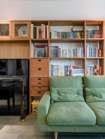 这个自然温暖的三口之家适合慢慢的享受生活客厅