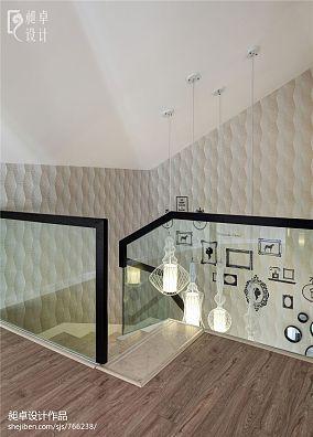 现代风格阁楼楼梯间装修效果图