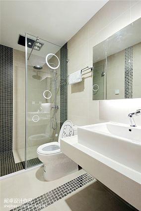 现代风格卫生间玻璃隔断装修效果图