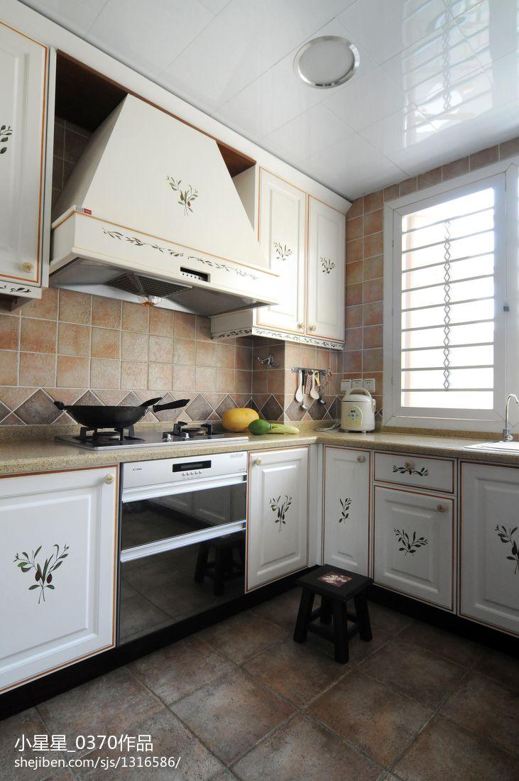 精选面积137平别墅厨房欧式装修图片餐厅橱柜欧式豪华厨房设计图片赏析
