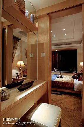 热门四居客厅东南亚装修设计效果图片欣赏