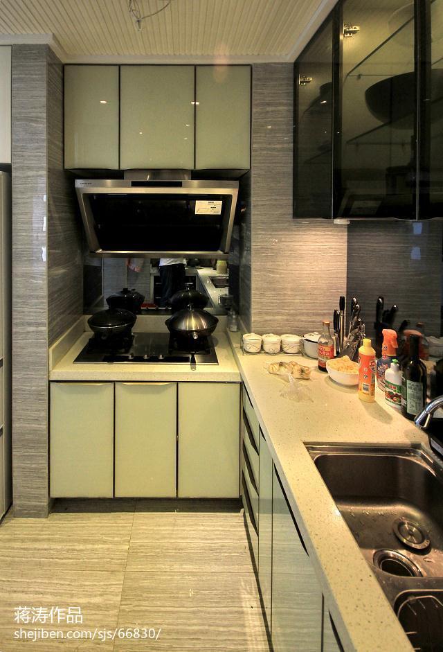 现代风格厨房米白色橱柜门装修效果图