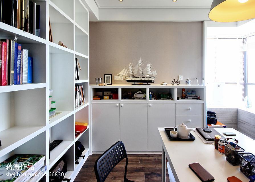 现代风格书房白色书架设计图