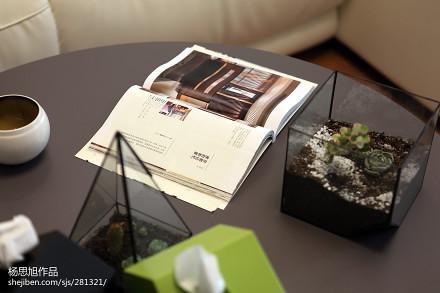 热门77平米二居客厅现代实景图片