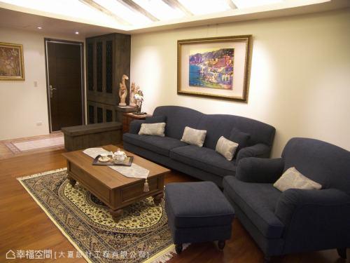 客厅面向玄关客厅木地板151-200m²美式田园家装装修案例效果图