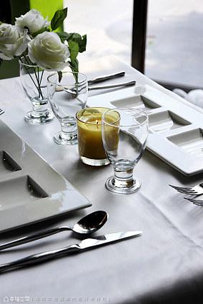白色现代简约厨柜装修效果图