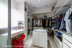 现代风更衣室设计图