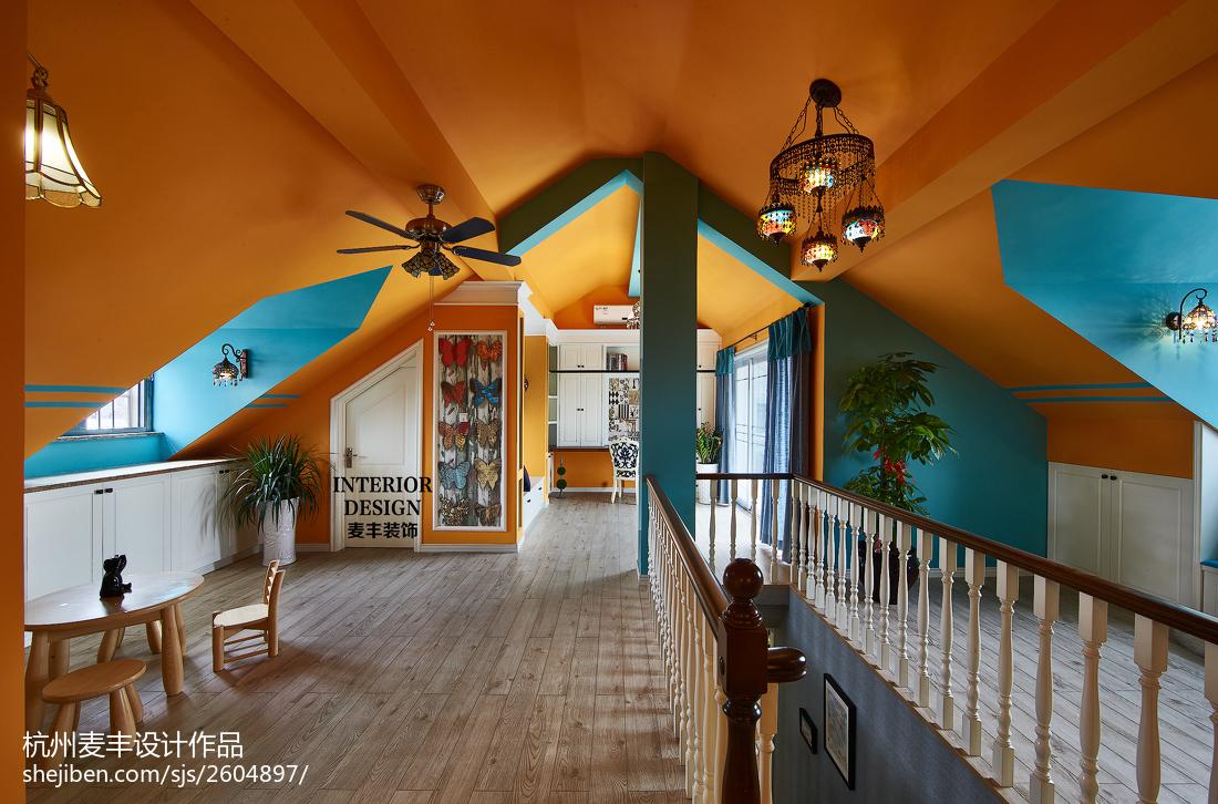 简约美式阁楼吊顶装修设计功能区木地板美式经典功能区设计图片赏析