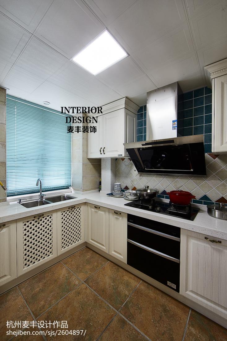 简约美式厨房吊顶装修设计餐厅橱柜美式经典厨房设计图片赏析