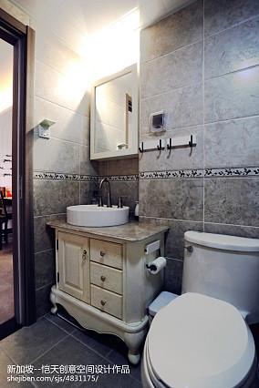 热门现代小户型卫生间装修效果图片大全