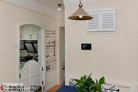 卧室原木护墙板