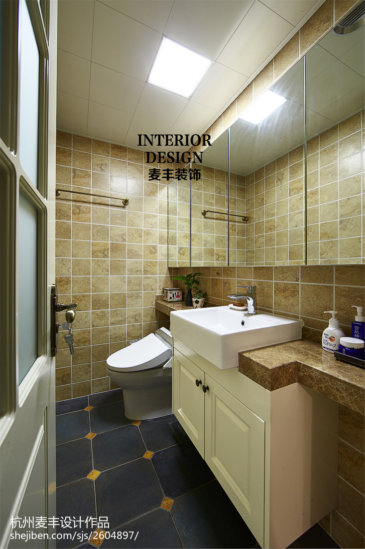 混搭美式卫生间瓷砖拼花效果图卫生间美式经典卫生间设计图片赏析
