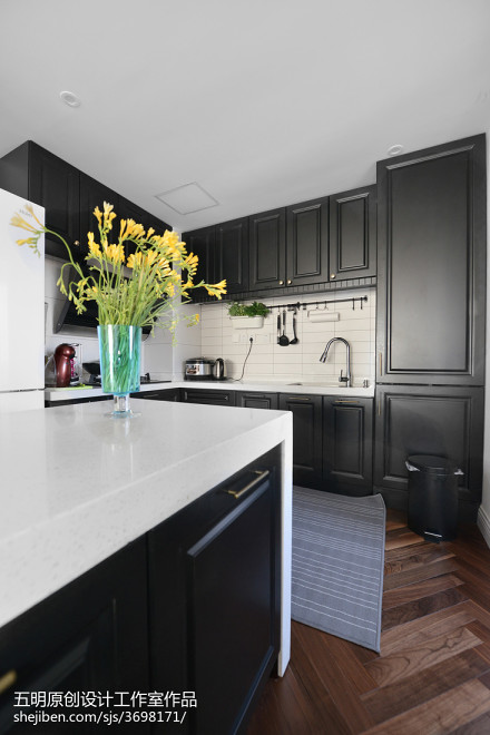 混搭风格厨房黑色烤漆橱柜效果图餐厅