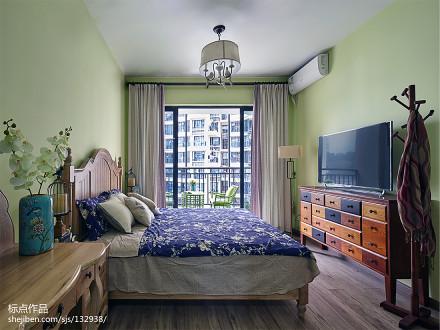 温馨129平美式三居卧室装修案例客厅