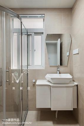 面积79平现代二居卫生间装修设计效果图片