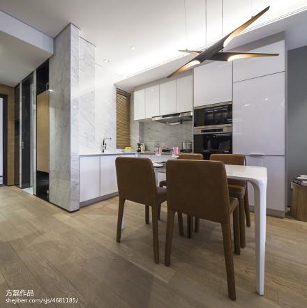 温馨24平现代小户型客厅实景图