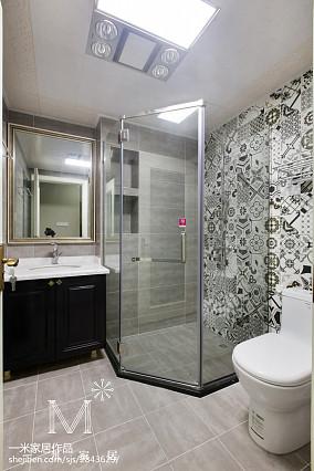 简洁92平美式三居卫生间装修设计图