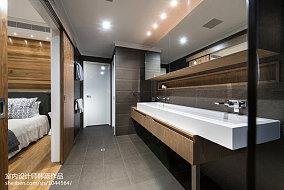热门面积135平别墅卫生间简约装修效果图片