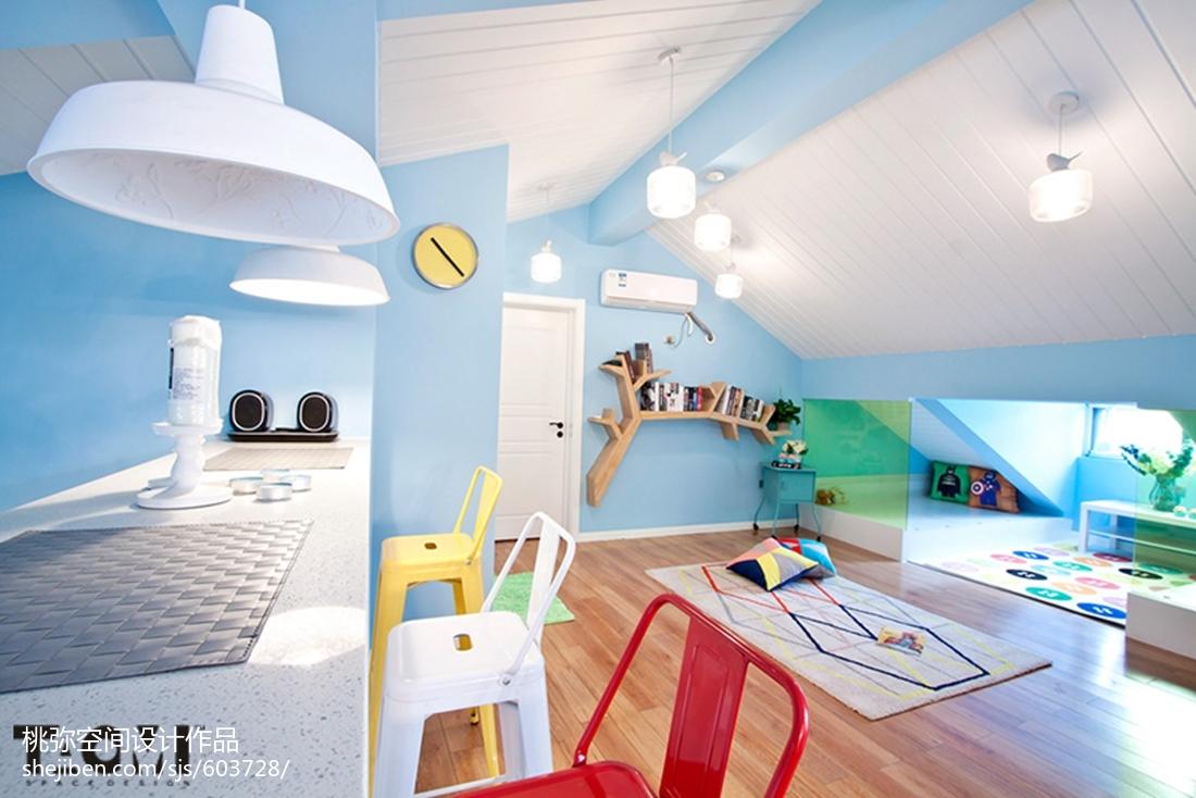 多彩混搭风格阁楼装修卧室潮流混搭卧室设计图片赏析