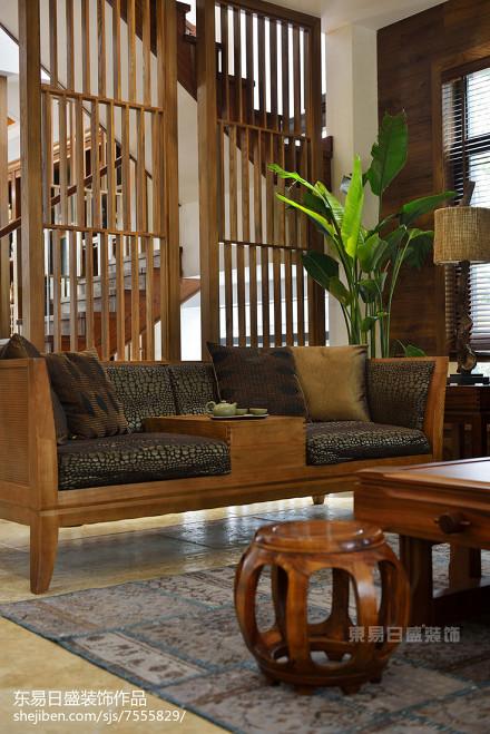 2018140平米中式别墅客厅装饰图