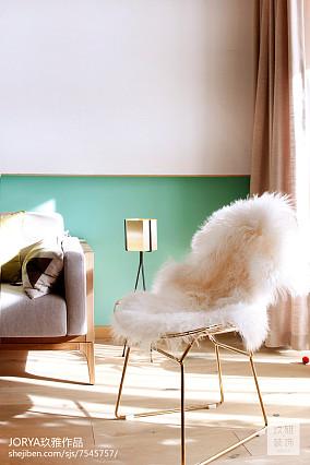 热门82平米二居客厅简约装饰图