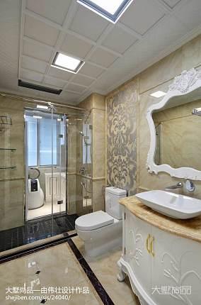 热门120平米四居卫生间新古典装修设计效果图片欣赏卫生间美式经典卫生间设计图片赏析