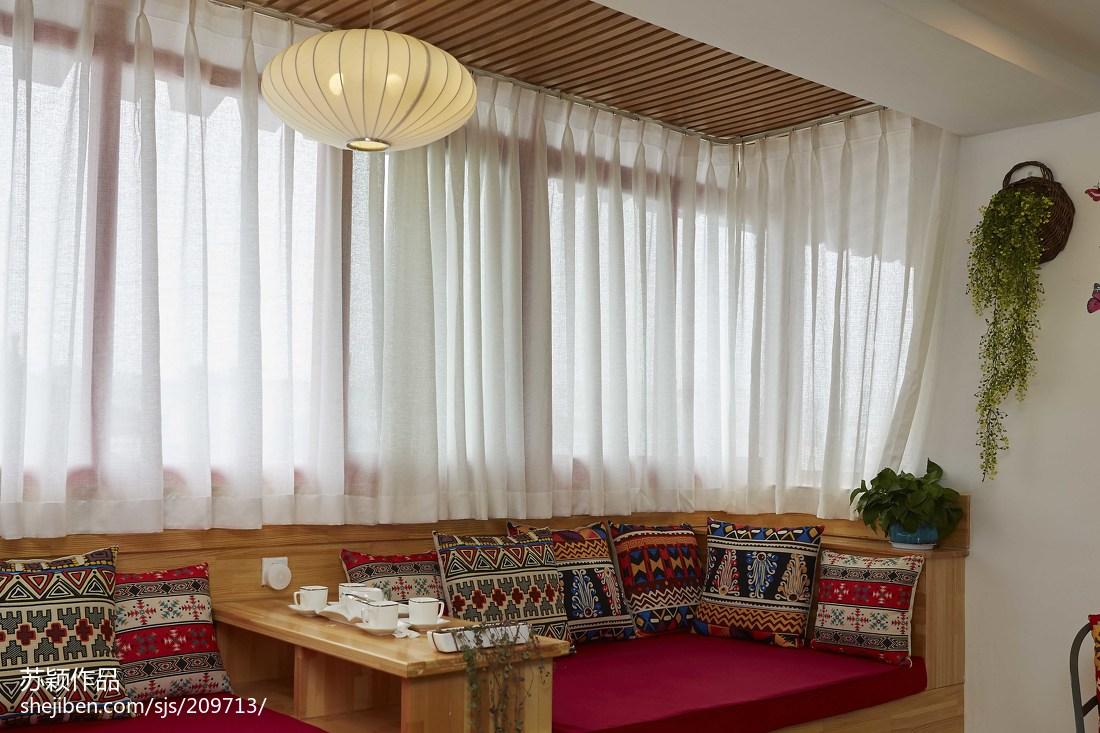沙发与客厅窗帘效果图