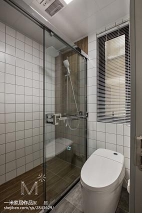 热门面积83平美式二居卫生间装修实景图片81-100m²二居美式经典家装装修案例效果图