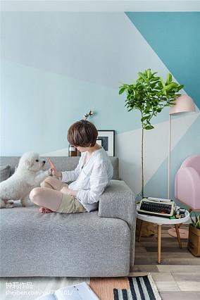 热门面积72平小户型客厅北欧装修实景图片