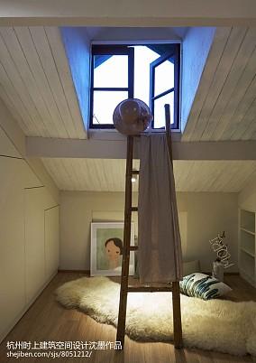 复式卧室简约实景图