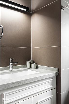 热门106平米三居卫生间北欧装饰图片大全
