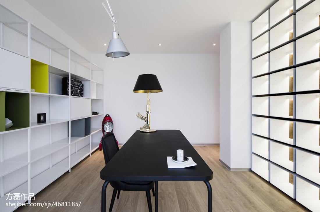 明亮现代豪宅书房设计图
