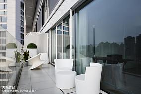 明亮现代豪宅阳台设计图