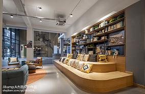 热门112平米复式客厅实景图