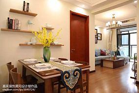 跃层室内客厅图片