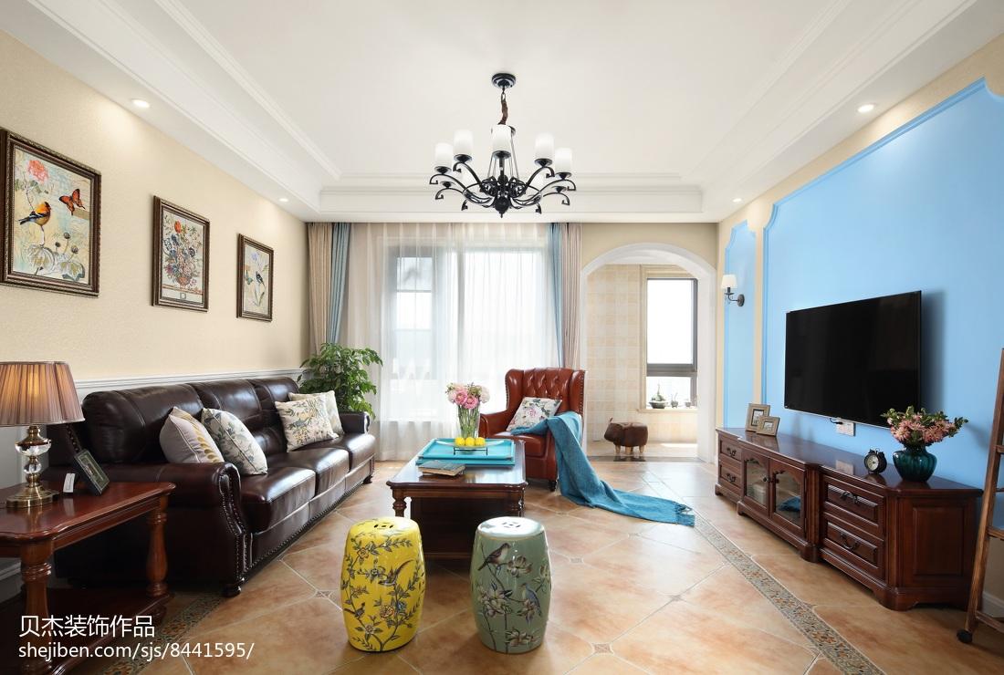 面积133平美式四居客厅装修实景图客厅