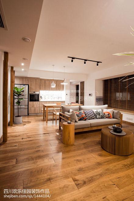 热门面积99平日式三居客厅装饰图片