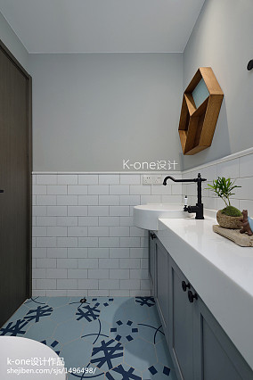 2018精选101平米三居卫生间现代装饰图