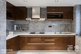 现代都市风厨房实景图