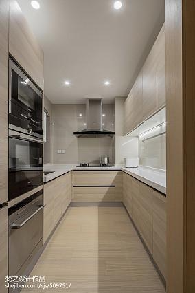 大小107平现代三居厨房装饰图