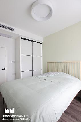 热门三居卧室简约装修实景图片