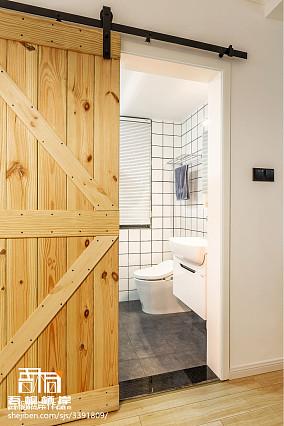 面积76平简约二居卫生间装修图片欣赏