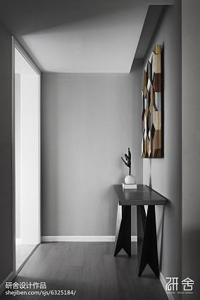 热门现代四居玄关装饰图片